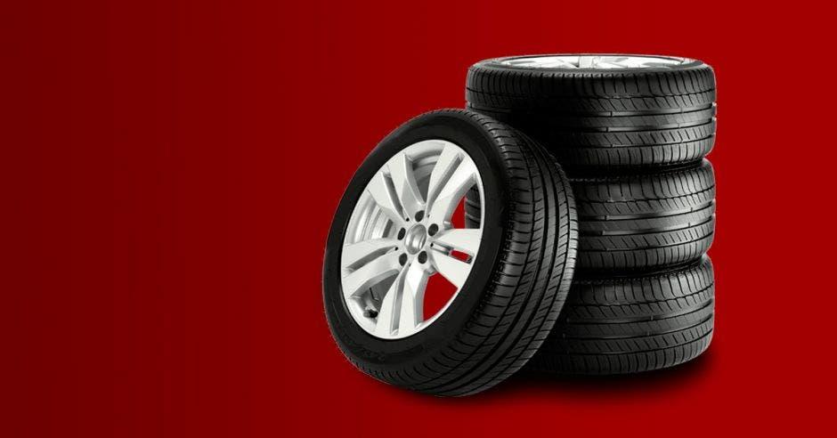 Muchos arriesgan su seguridad en carretera por no utilizar neumáticos nuevos. Elaboración propia/La República