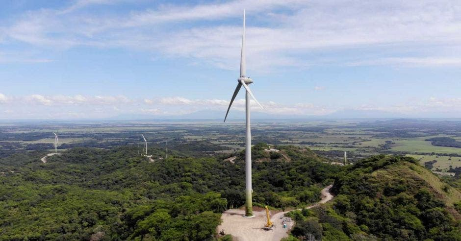 Turbina eólica color blanco