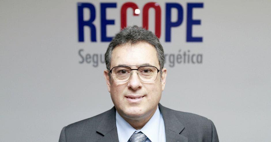 Alejandro Muñoz en las oficinas de Recope