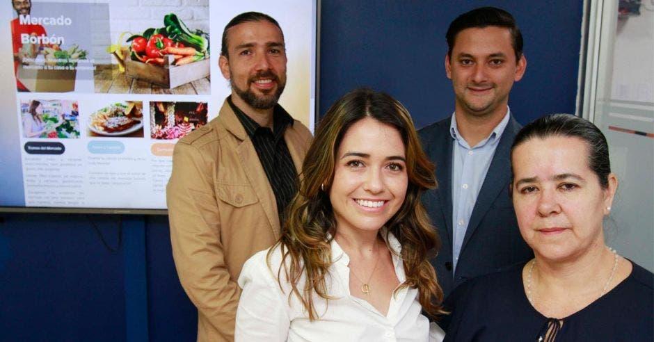 Rafael Rojas, Julia Bremner, Juan Pablo Navarro y Martha Estrada lideraron la transformación del Mercado Borbón.