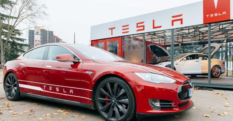 El Tesla Model S de 100 kilovatios hora será ahora el sedán más económico