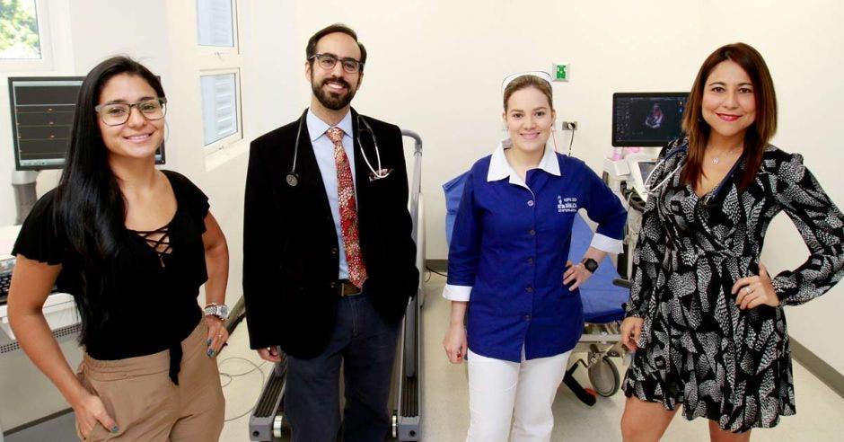 Personal de la Clínica de Cardiología Diagnóstica en Santa Ana