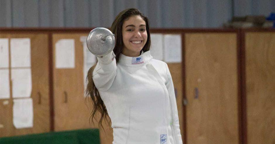 Karina Dyner se encuentra ranqueada entre las mejores esgrimistas del mundo a nivel juvenil. Javier Carvajal/La República