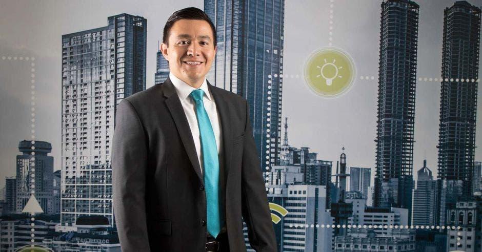 Juan Fernando Acuña posa en las instalaciones de FastSite