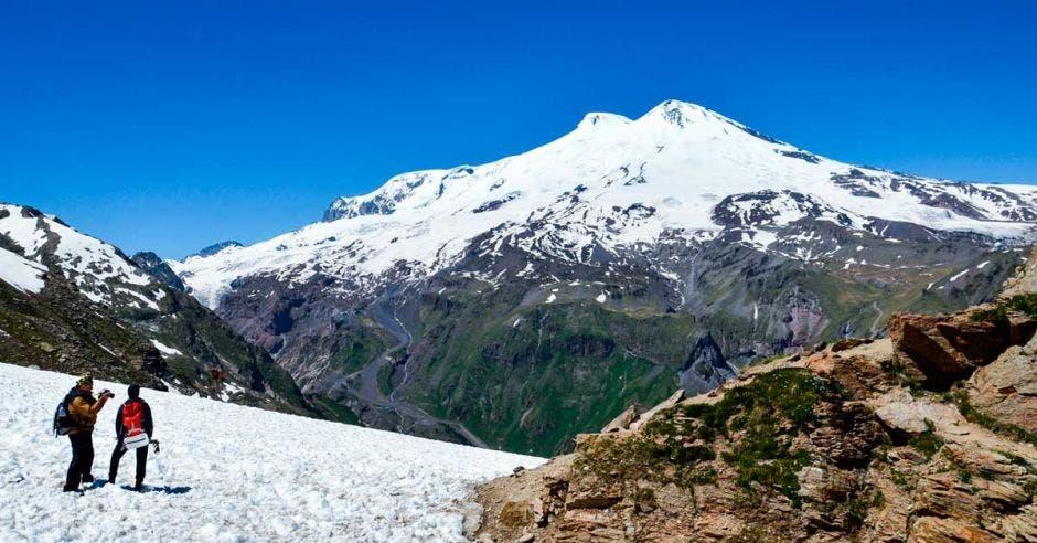 El monte Elbrús es un volcán inactivo que lo componen dos grandes cúpulas. Shutterstock/La República