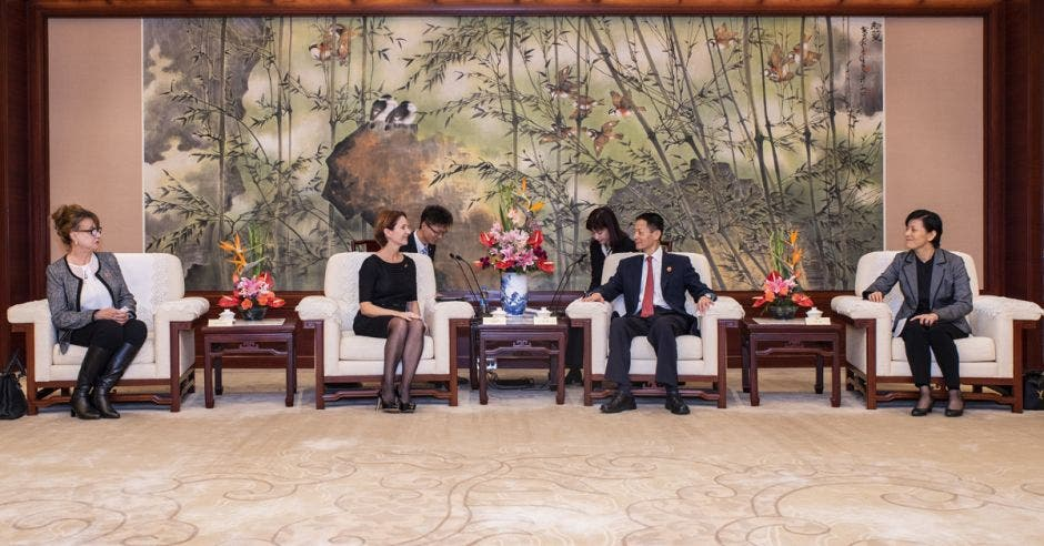 La Ministra de Comercio Exterior Dyalá Jiménez en Shanghai el año pasado.