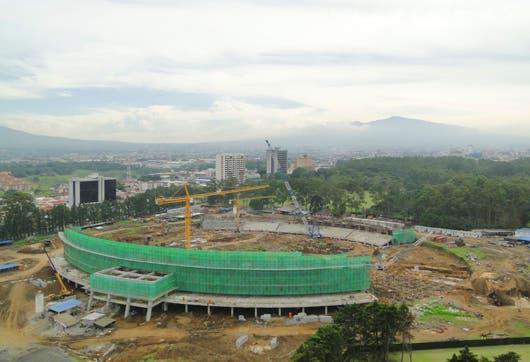 Edificación del estadio comenzó el 12 de marzo de 2009 y finalizó el 31 de octubre de 2010.