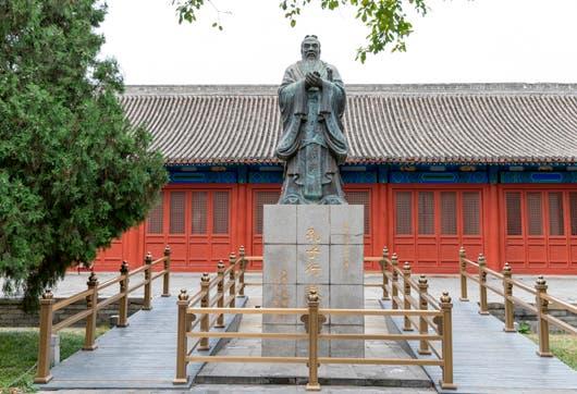 El primer Instituto Confucio fue fundada en el 2004 para promover la enseñanza del chino mandarín y de la cultura china.