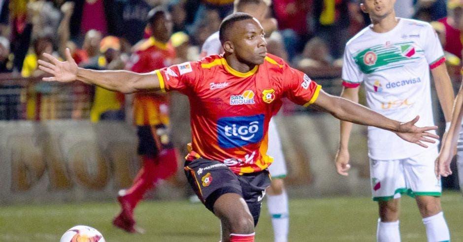 Mynor Escoe ya debutó en el Clausura y anotó. CSH/La República