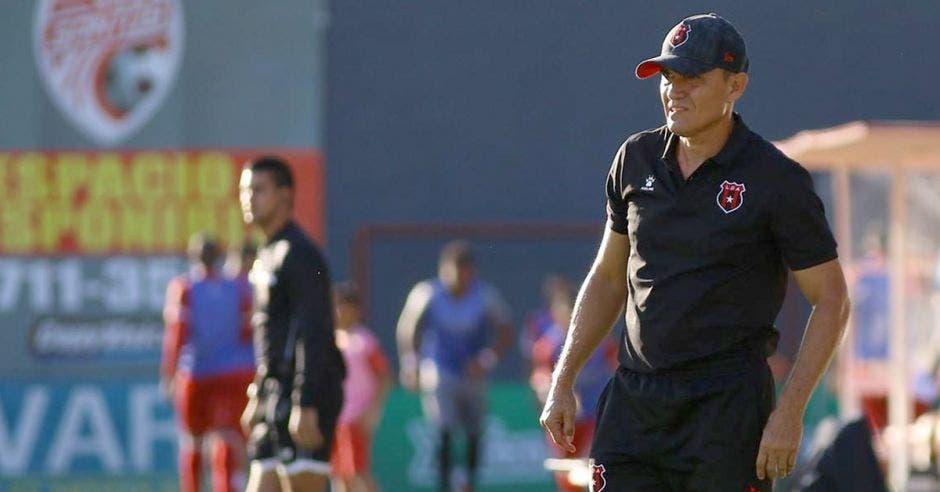 Luis Diego Arnáez tuvo un corto camino en el Clausura; la obsesión de sus patronos por el título, le pasó factura. LDA/La República