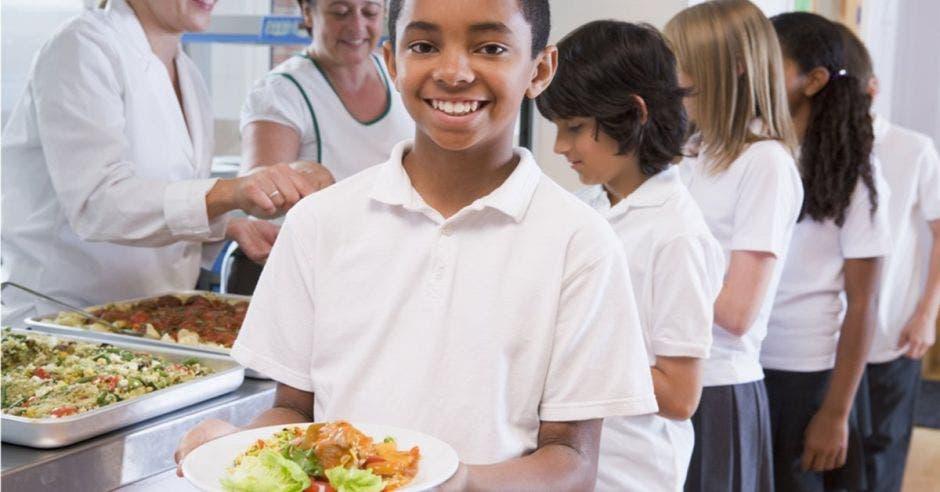 Niños en comedores