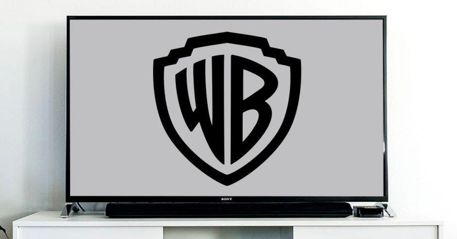 Una pantalla de televisión con el logo de Warner
