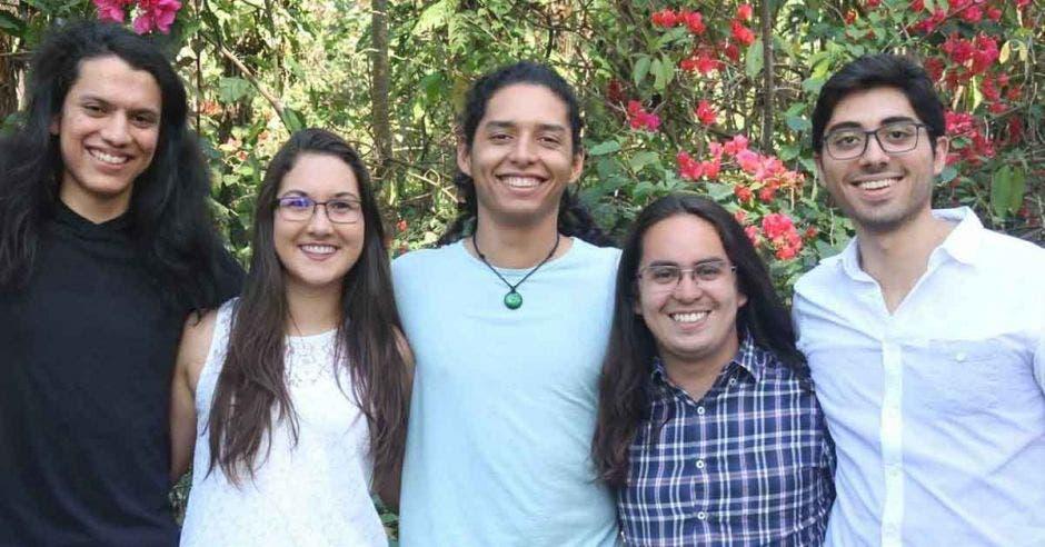 Carlos Barrantes, Mariela Brenes, Jean López, Darío León y Abraham López, constituyen este proyecto.
