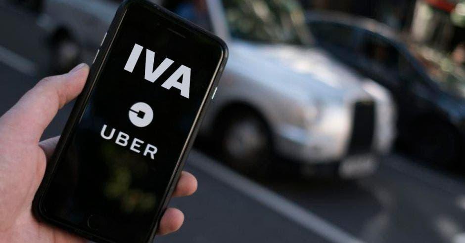 Un celular con la palabra IVA y el logo de Uber