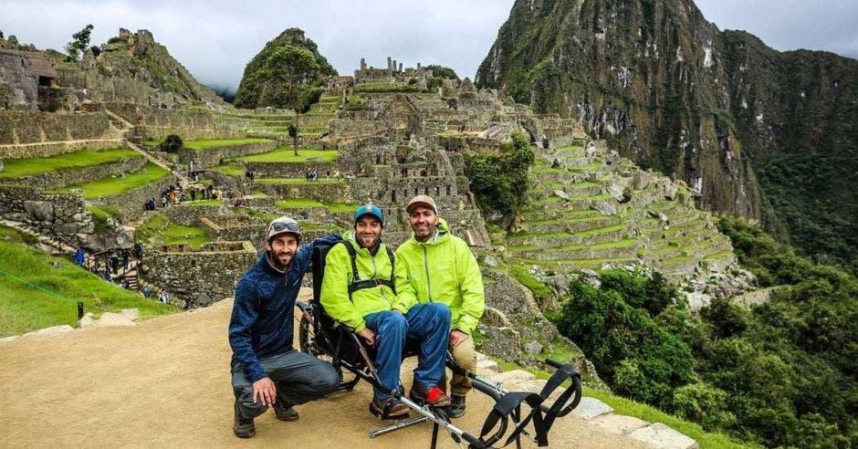 Álvaro Silberstein, en la silla monorueda con la que ofrece paseos inclusivos por Machu Picchu y otros parques nacionales. Wheel the World/La República