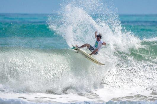 El surf ha colocado a Costa Rica en el mapa de extranjeros que deciden invertir en el país, a la vez que produce nuevo talento. Cortesía Fedesurf/La República