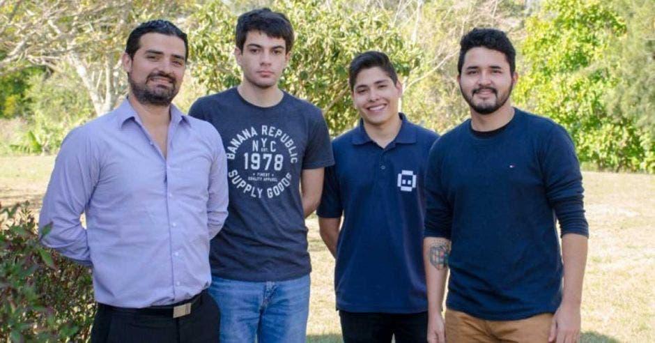 Cuatro estudiantes