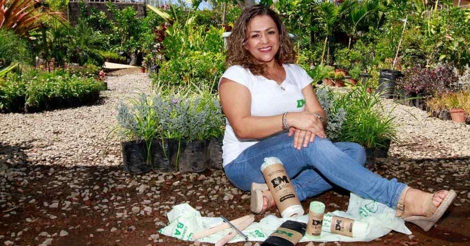 La base de la empresa Do & Make Solutions de Laura Monestel es reducir, reutilizar y reciclar los desechos. Esteban Monge/La República