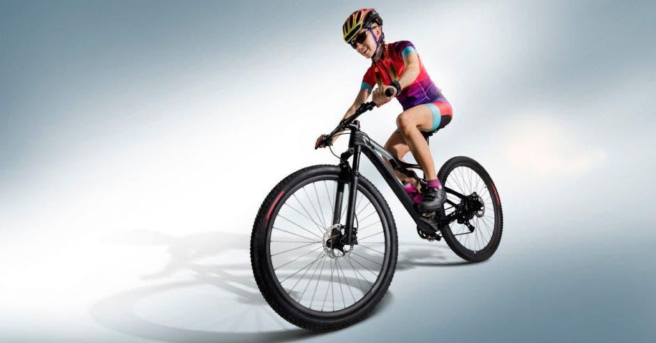 """""""En todas las carreras o eventos de ciclismo figuran y se les da casi todo el mérito a los hombres y poquito se habla de las mujeres, queremos que la mujer sea la protagonista"""", dijo Katherine Herrera, organizadora del Bike Fest."""