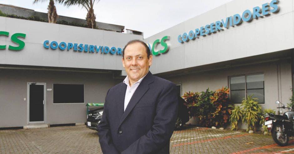 Eric Loría, director de Negocios de Coopeservidores