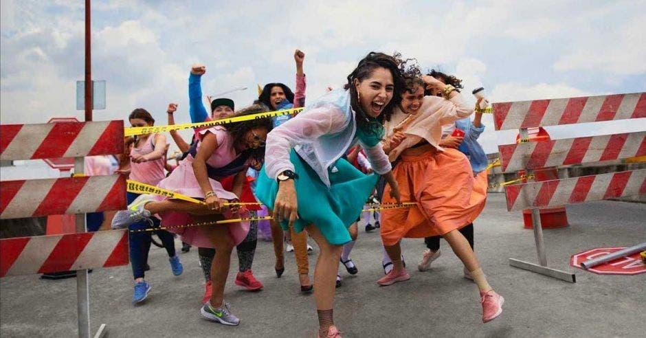 El anuncio muestra mujeres saliendo adelante en diferentes circunstancias. Nike/La República