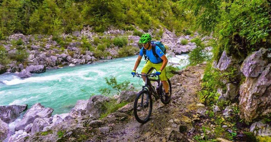 Los ríos con aguas color turquesa acompañan a los ciclistas en diferentes tractos. Cortesía Trans Dinárica/La República