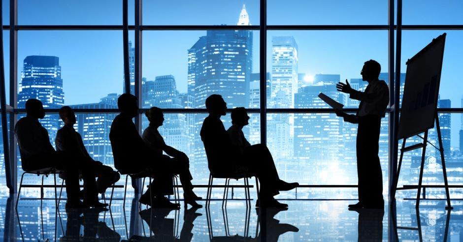 El programa constará de cuatro partes: liderazgo interior, claves fundamentales, perfil del verdadero líder y el test. Shutterstock/La República