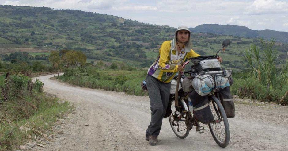 """""""El ciclista colabora con el tráfico, es un carro menos en la vía, no quita espacio"""". Cortesía/La República"""