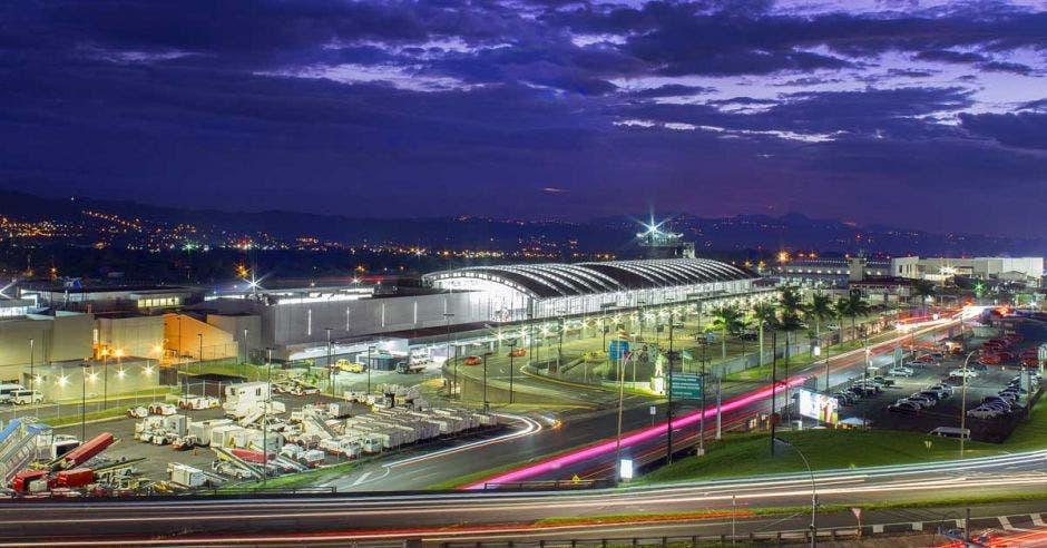 fachada del aeropuerto Juan Santamaría