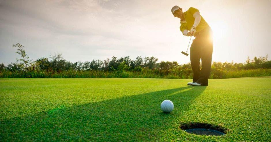 Desde la primera edición, el torneo de golf ha recaudado más de $1 millón en equipo médico. Shutterstock/La República