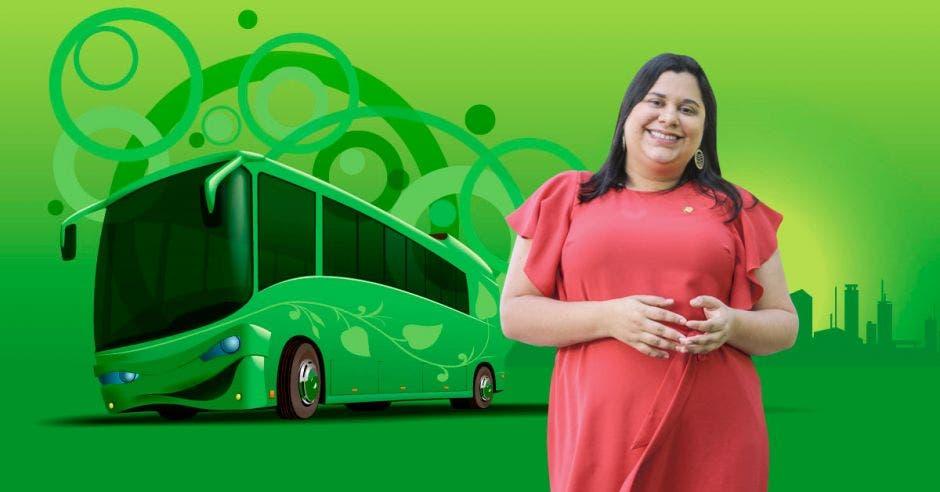 Paola Vega junto a un bus