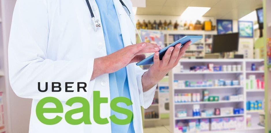 Alguien usa una tablet en una farmacia