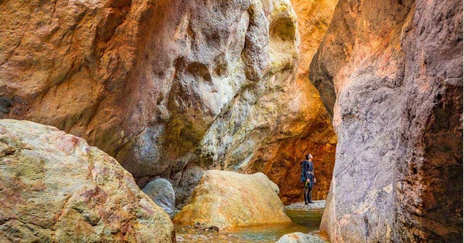 Este estrecho es ideal para la práctica de escalada y los colores se agudizan al atardecer. Javier Elizondo/La República