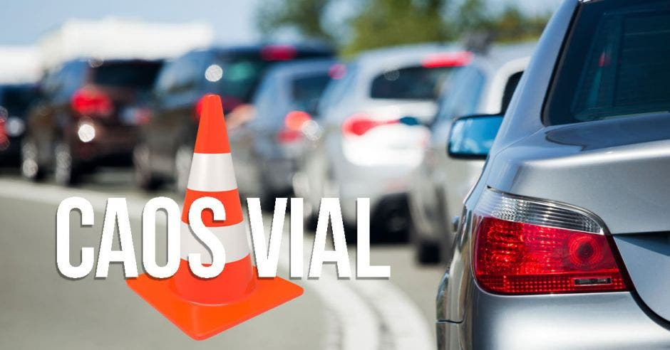 Tráileres estacionados en  terminal de contenedores en Limón provocaron largas filas de autos. Elaboración propia/La República