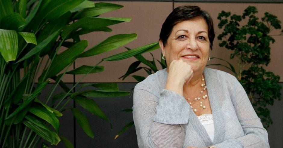 Eleonora Badilla, rectora de la Universidad Castro Carazo en una oficina