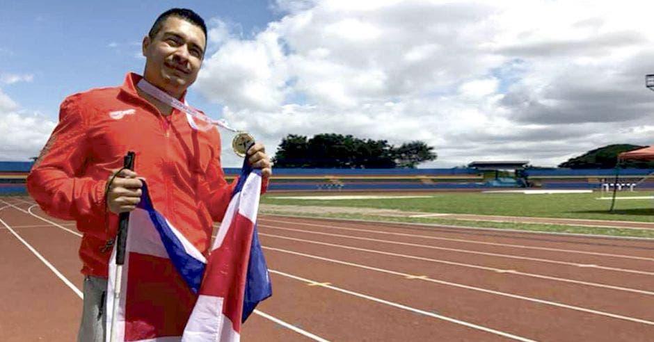 Henry Quirós practica atletismo y estará en los Parapanamericanos. Cortesía/La República