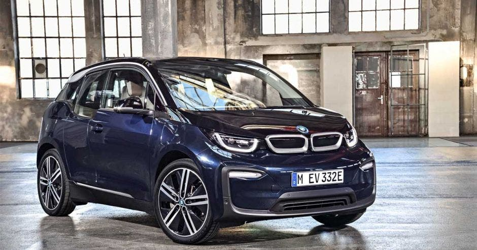 El BMW i3, 100% eléctrico, desarrolla 150 km/h y tiene una autonomía de 380 km. BMW/La República