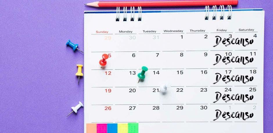 un calendario laboral con días libres