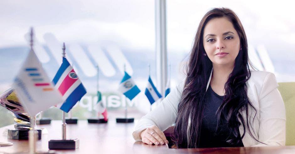 """""""Para 2020 los millennials serán el 75% de la fuerza laboral y de lo que valoran es la flexibilidad de realizar labores desde cualquier parte, siendo las empresas las responsables de que, si la naturaleza del puesto lo permite, esto se implemente de una manera en la que gane el empleador y el colaborador también"""", dijo Dahiana Arias, gerente país de Manpower Group Costa Rica. Archivo/La República"""