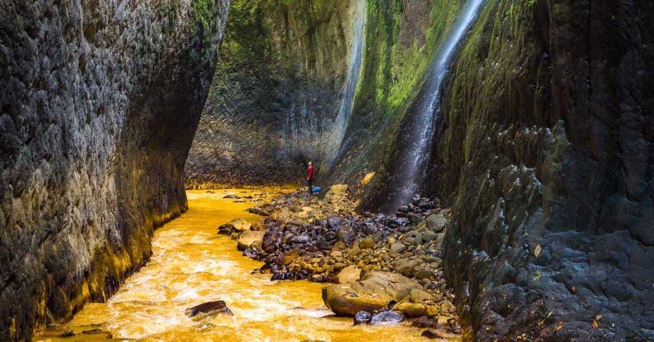 Estrecho El dorado mide 3,8 kilómetros con paredes de más de 50 metros de altura. Cataratas y Leyendas/La República
