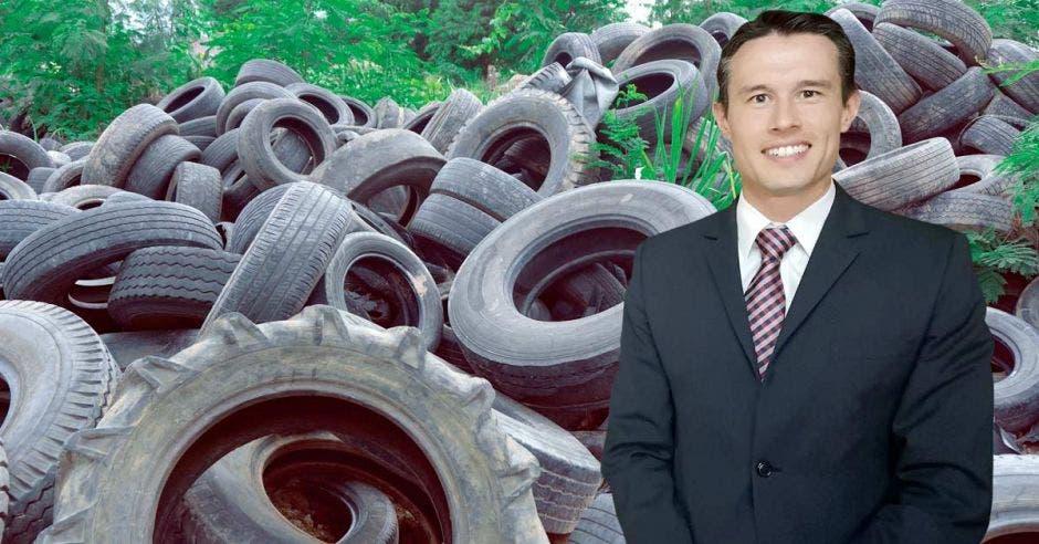 Que empresas productoras de llantas, distribuidores y comercializadores se sumen es un objetivo del convenio de triturar neumáticos firmado por Cemex, Acollre y Fundellantas, dijo Andrés Bolaños, director de planeación de la empresa cementera. Cortesía Cemex/ La República