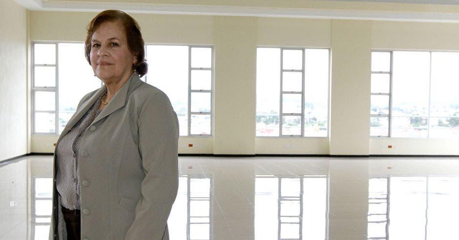 """""""SINAES se compromete con el apoyo a las carreras y programas que se esfuerzan por lograr y mantener la calidad de sus programas y buscan la acreditación de la calidad de su oferta académica"""", dijo Josefa Guzmán León, Presidenta del Consejo Nacional de Acreditación."""