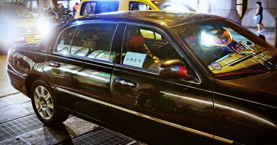 Chofer dando un servicio de Uber en Nueva York, en 2015.