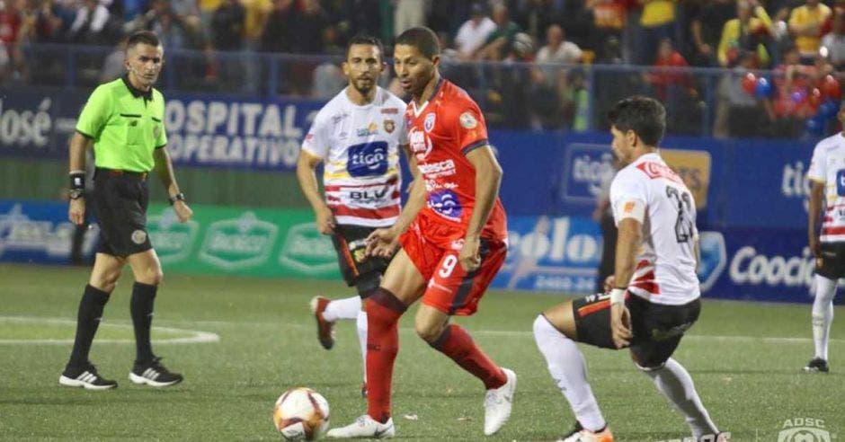 Álvaro Saborío, es de nuevo el máximo goleador del campeonato
