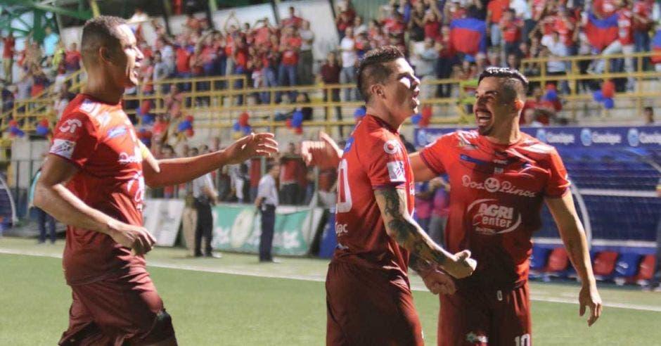 Saborío celebra un gol