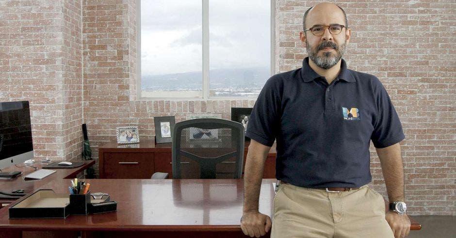 Mario Hernandez, Impesa