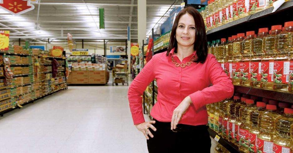 Mariela Pacheco en pasillo de supermercado