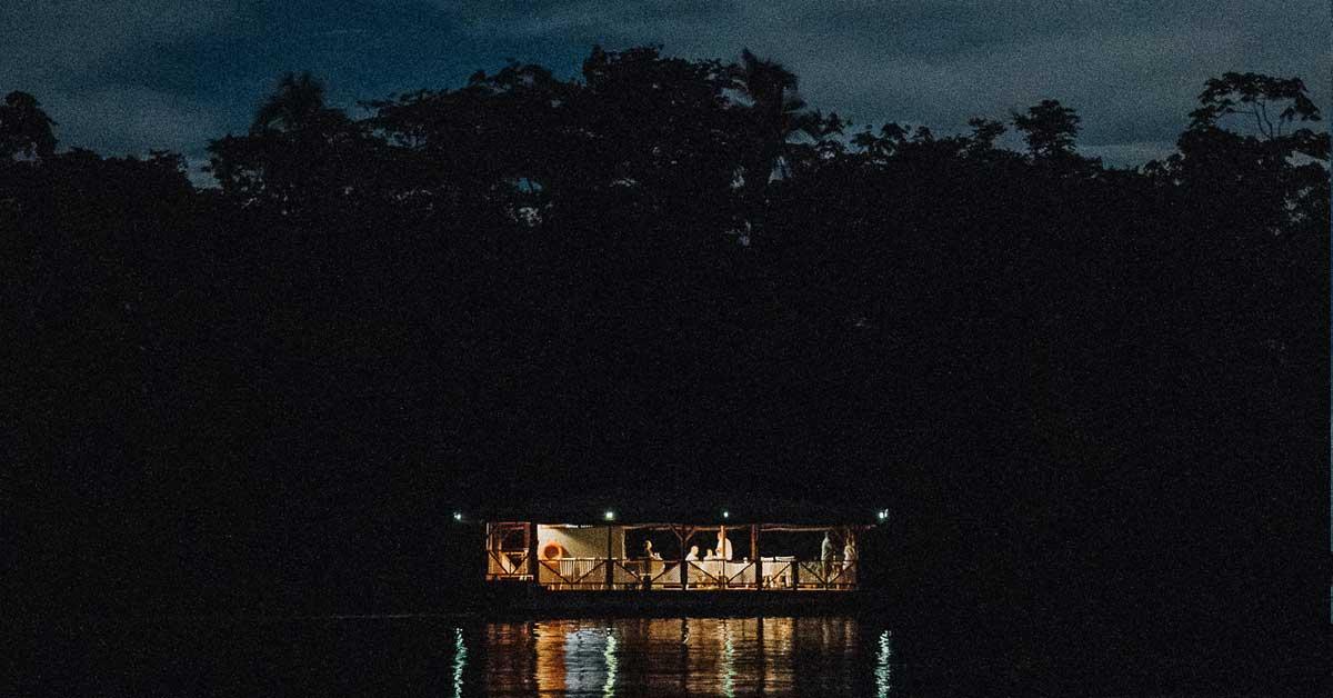 restaurante navegando de noche