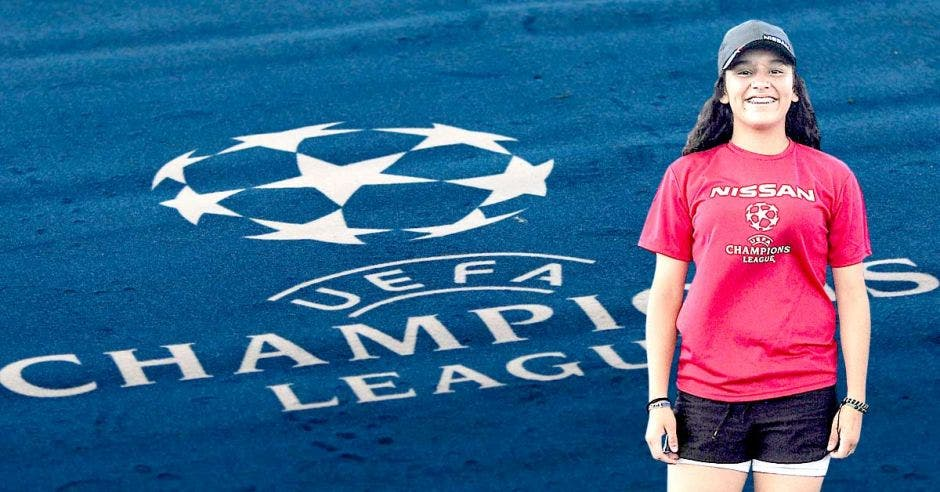 Abigail Brenes es una fiebre del fútbol y podrá estar junto a grandes futbolistas como Harry Kane o Mohamed Salah. Cortesía/La República