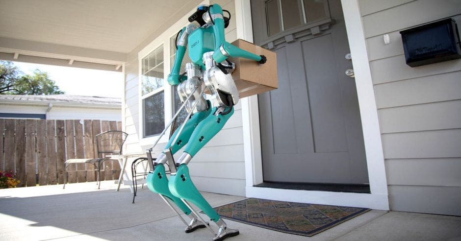 El vehículo envía señales al robot para elegir la ruta más óptima hacia la puerta del hogar. Ford/La República